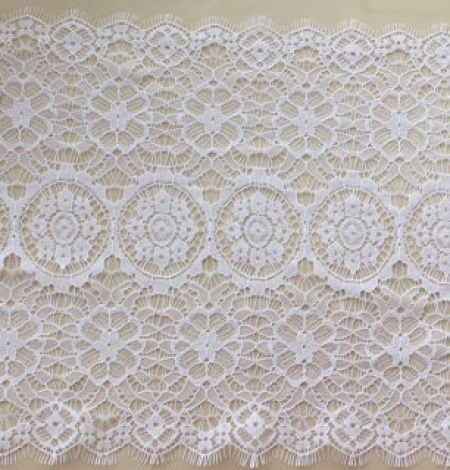 Snow white lace trim. Photo 3