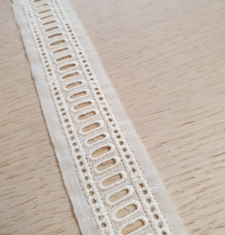 Ivory guipure cotton lace trimming. Photo 3