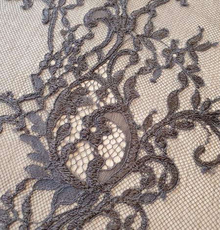 Greyish brown floral pattern chantilly lace fabric. Photo 4
