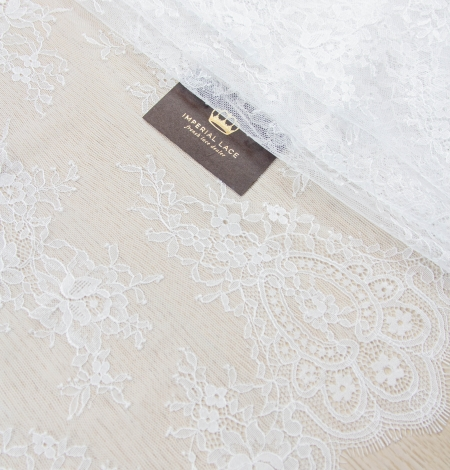 Off white floral pattern chantilly lace fabric. Photo 3