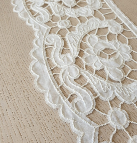 Ivory 100% cotton thicker thread guipure lace trimming. Photo 5