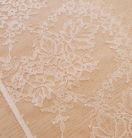 Light pink white romantic chantilly lace trimming. Photo 4