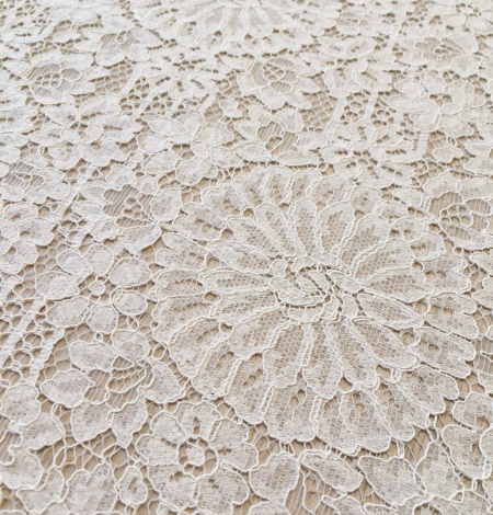 Offwhite lace fabric. Photo 7