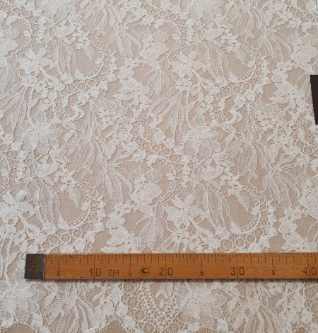 Ivory floral pattern chantilly lace fabric. Photo 8