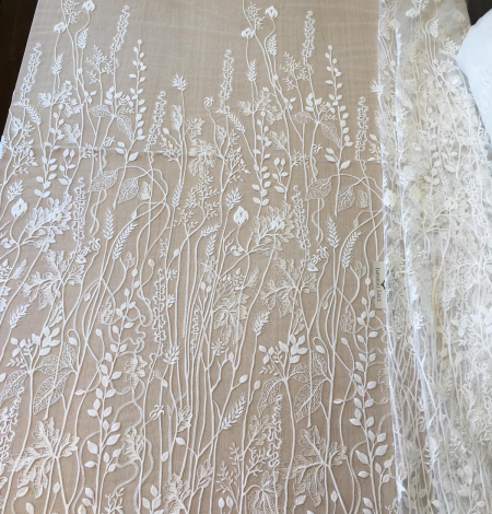 Ivory embroidery lace fabric. Photo 4