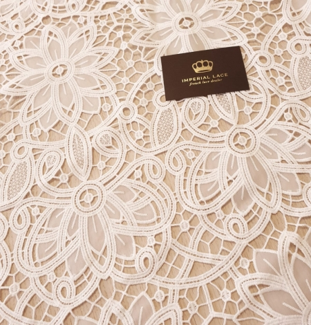 Off white macrame floral pattern with fabric details lace fabric. Photo 3
