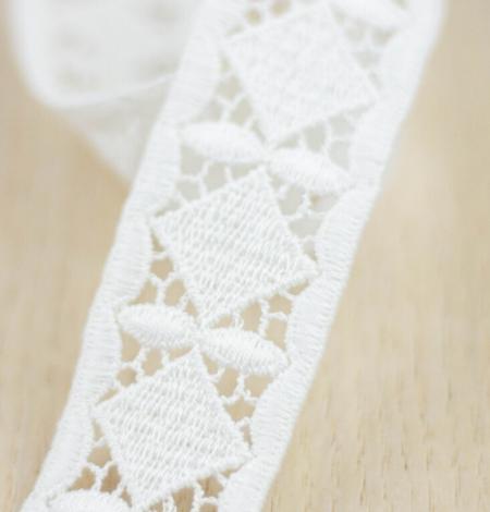 Ivory thick macrame geometric lace trimming. Photo 1