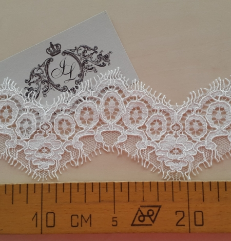 Ivory alencon lace trimming. Photo 4