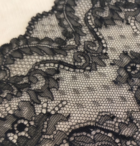 Black elastic lace trim. Photo 3