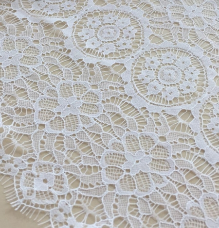 Snow white lace trim. Photo 2