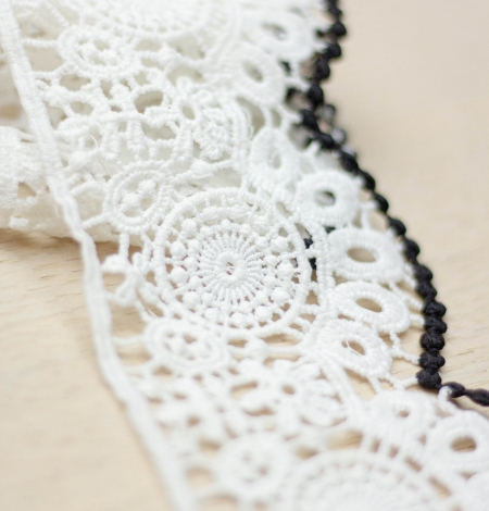 Ivory with black edge floral pattern macrame lace trim. Photo 1