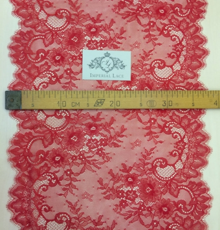 Red lace trim. Photo 4