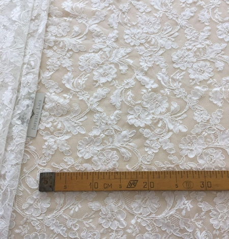 White lace fabric. Photo 6