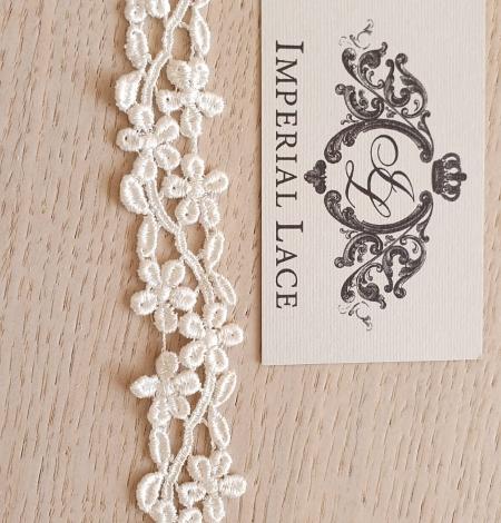 Ivory macrame lace trimming. Photo 3