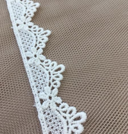 Ivory lace trim. Photo 3