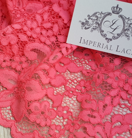 Raspberry alencon Lace Trim. Photo 1