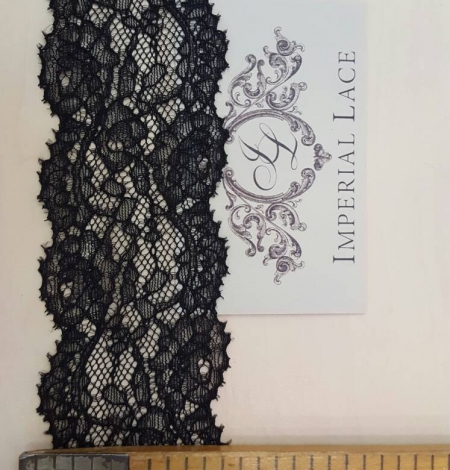 Black Lace Trim. Photo 5