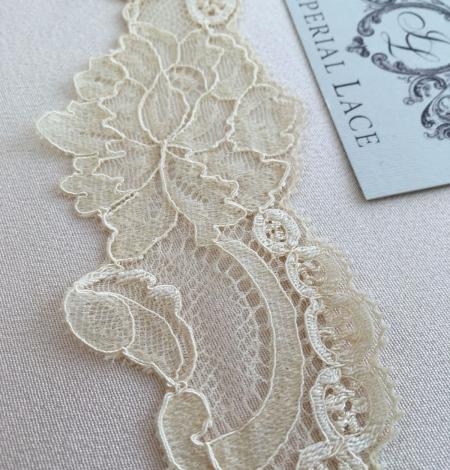 Sand yellow elastic lace trim. Photo 1