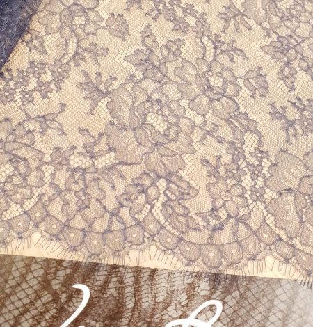 Bluish grey natural chantilly lace fabric by Jean Bracq. Photo 1