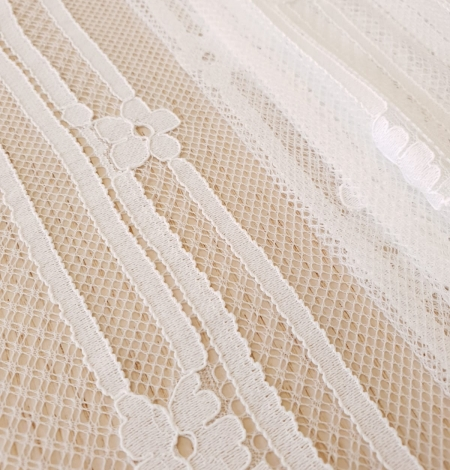 Off white 100% polyester lines and floral pattern chantilly lace fabric . Photo 6