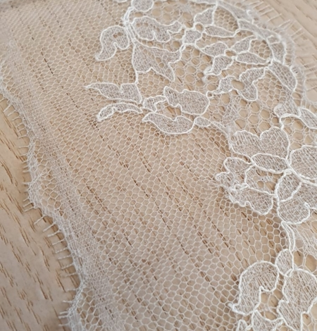 Light grey natural chantilly lace trimming by Jean Bracq. Photo 2