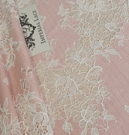 Pink with white flower pattern fabric. Photo 2