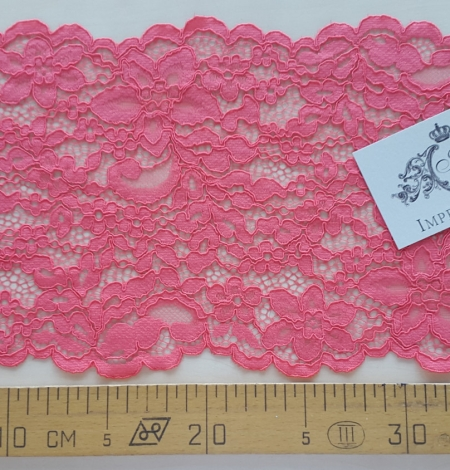 Raspberry alencon Lace Trim. Photo 4