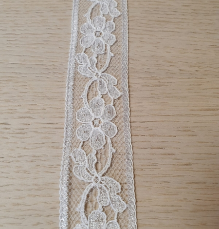 Off white guipure lace trimming. Photo 4