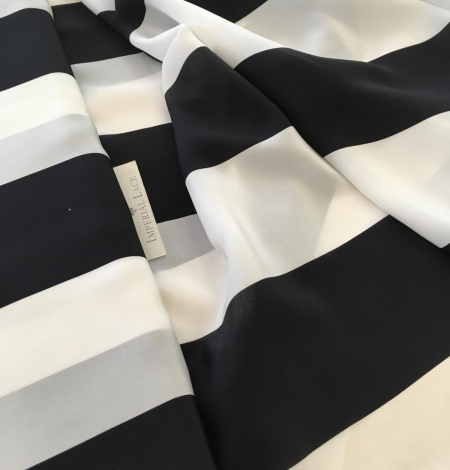 Silk Crepe fabric with white and black print. Photo 2