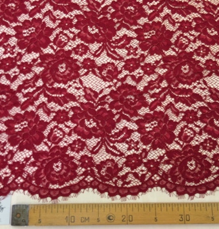 Darker red guipure lace fabric. Photo 5