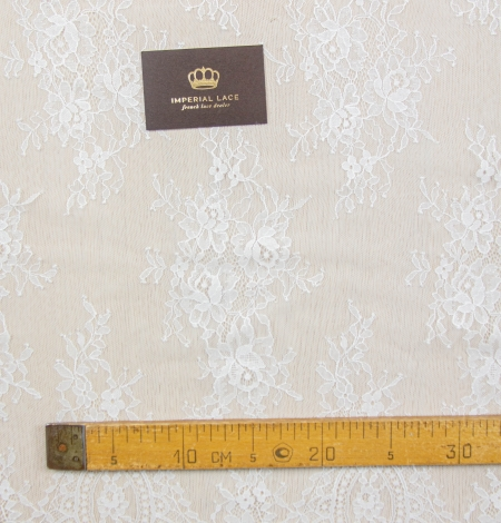 Off white floral pattern chantilly lace fabric. Photo 7