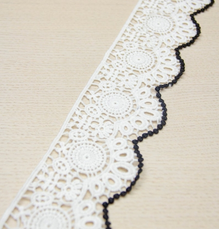 Ivory with black edge floral pattern macrame lace trim. Photo 5