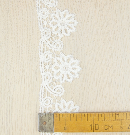 Ivory floral pattern macrame lace trimming. Photo 6