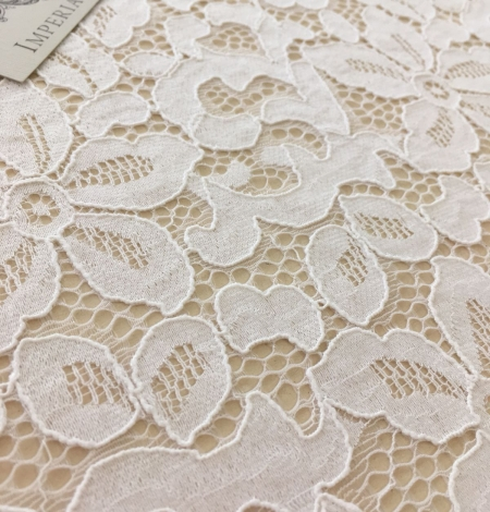 Offwhite lace fabric. Photo 8
