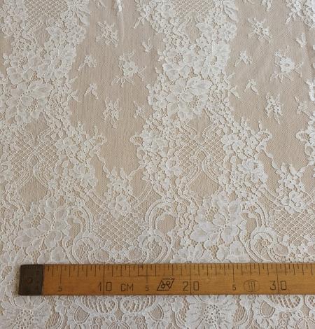 Ivory chantilly lace fabric. Photo 8
