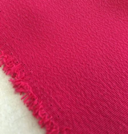 Fuchsia pink silk crepe fabric . Photo 5