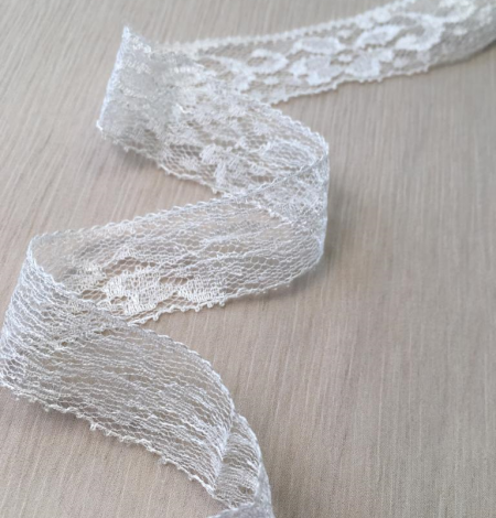 Ivory lace trimming. Photo 1