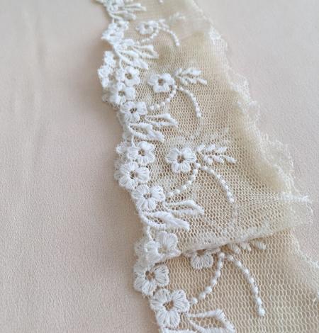 Beige vintage lace trim. Photo 4
