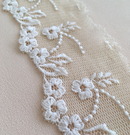 Beige vintage lace trim. Photo 3