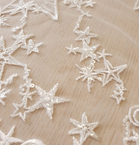 Ivory 100% polyester star pattern embroidery on tulle with beads and chantilly details lace fabric. Photo 5