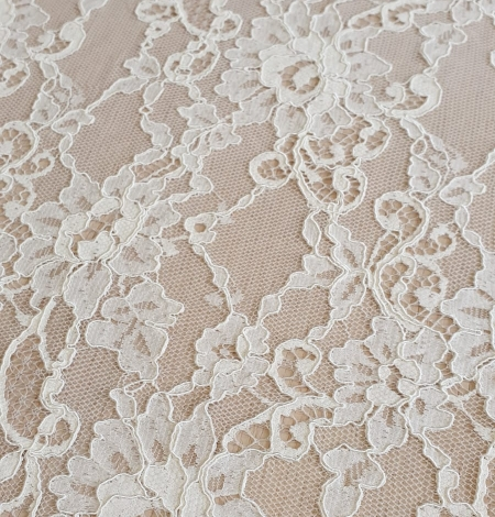 Champagne guipure lace fabric. Photo 4