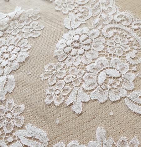 Snow white stiff cotton chantilly lace trimming. Photo 3