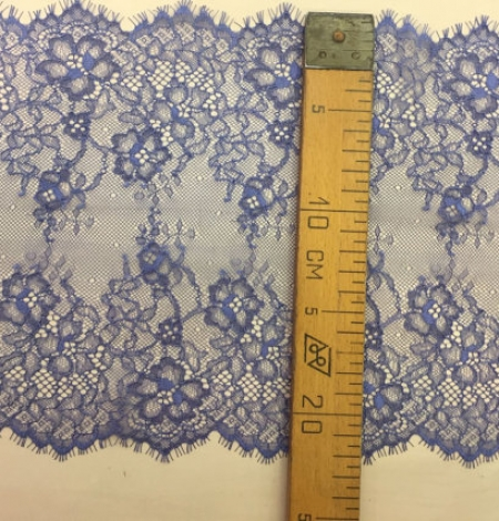 Blue lace trim. Photo 5
