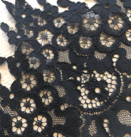 Black lace trimming. Photo 6