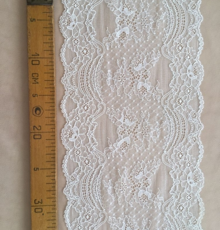 Ivory elastic lace trim. Photo 4
