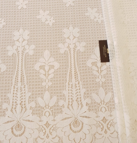 Ivory 100% polyester floral guipure lace fabric. Photo 8