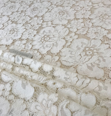 Ivory lace fabric. Photo 3