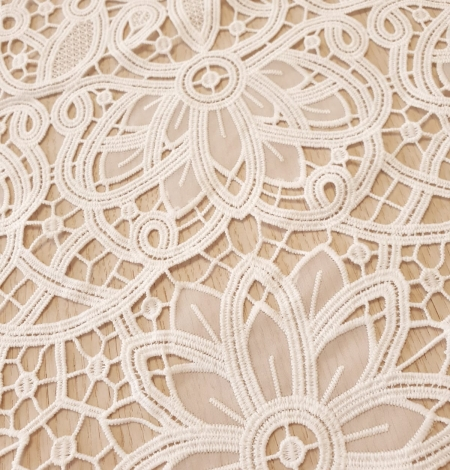 Off white macrame floral pattern with fabric details lace fabric. Photo 4