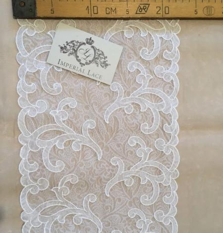 Offwhite lace trim. Photo 4