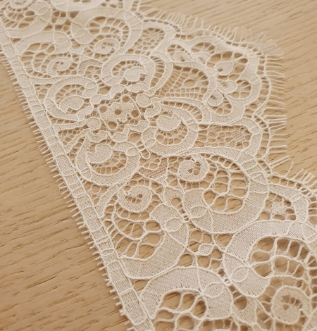 Snow white guipure lace trimming. Photo 2